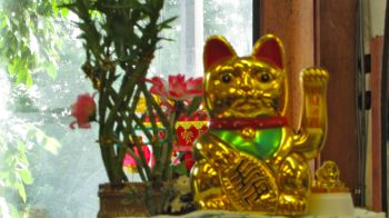 Maneki-neko beckons us over.
